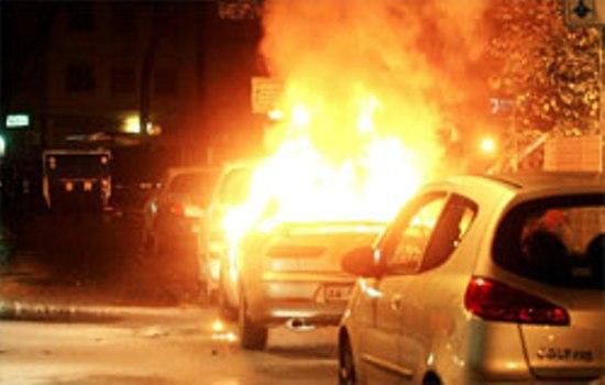 Caltanissetta, tre auto in fiamme