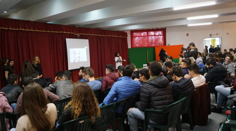 """VIDEO. All'istituto """"Da Vinci"""" gli studenti ascoltano le testimonianze nel ricordo delle vittime di mafia"""