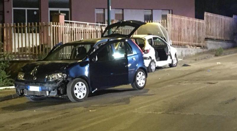 Caltanissetta, scontro sabato sera fra due auto in via Due Fontane. Cinque feriti, uno grave