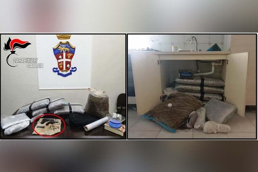 Armi clandestine, munizioni e 30 chili di marijuana a casa: arrestato 35enne sull'autobus da Caltanissetta