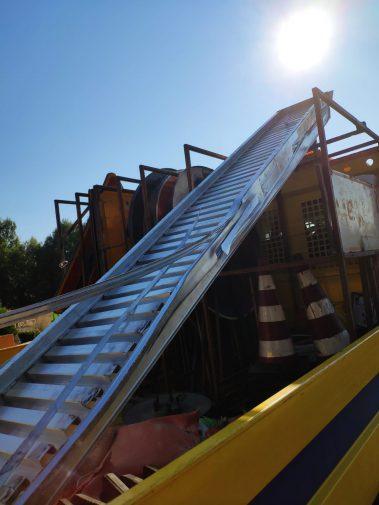 Incidente in galleria a Tremonzelli: pedane giù da un tir, danni a 20 auto
