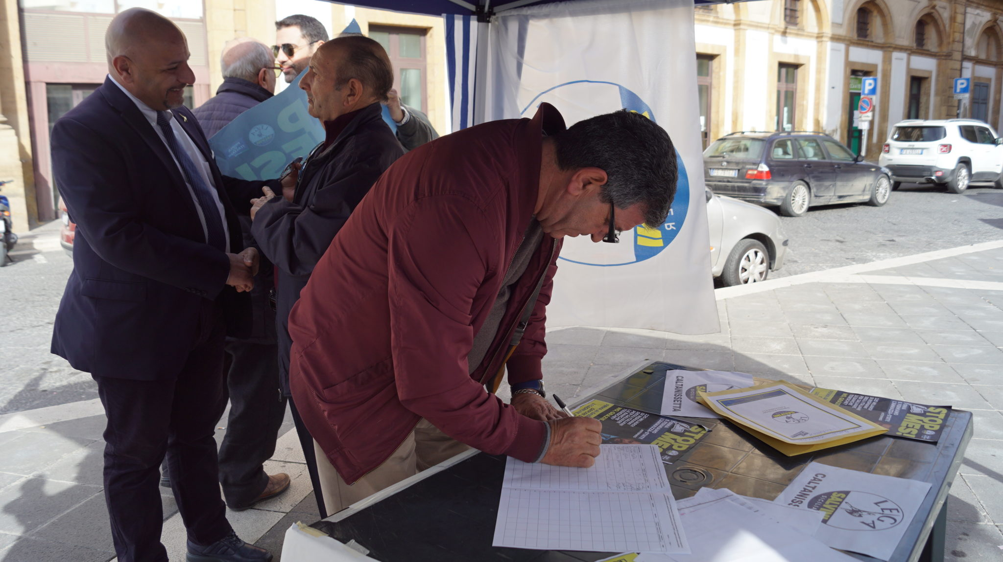 Firme per lo stop Mes della Lega anche a Caltanissetta