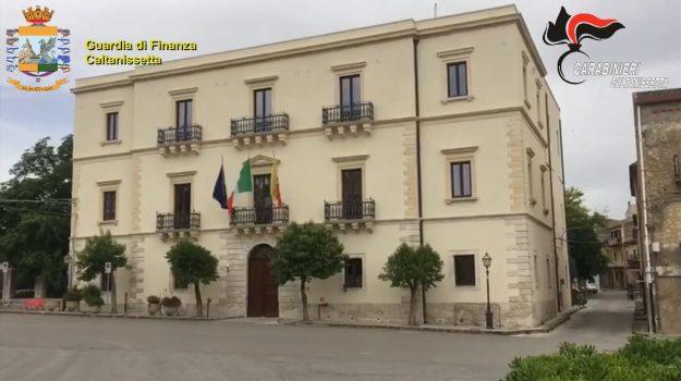 Il prefetto sospende dalla carica il sindaco di Santa Caterina, il vicesindaco e un assessore